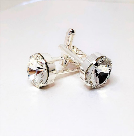 HIGH QUALITY PRICED TO CLEAR! WHITE /& SILVER BRIDAL PARTY CUFFLINKS /& GIFT BOX