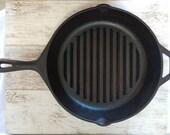 Lodge 9TB 11 1 4 quot Cast Iron Skillet Ribbed Helper Handle Heat Ring 2 Spouts Vintage Cookware Cast Iron