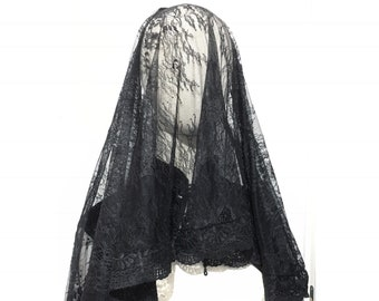 Mourning chantilly veil with cross stiched borders lace and hidden hair comb