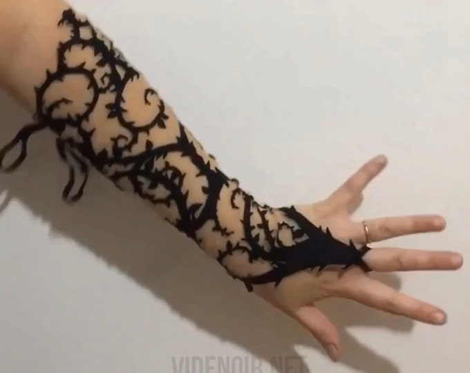 Gothic cuffs gloves with thorn design on mesh fabric