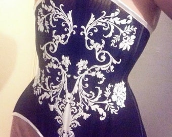 Corset Gothic Underbust with lace Hourglass shape mesh fabric and velvet design