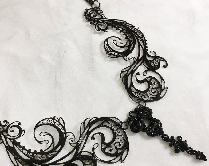 Metal Filigree Jewelery 2 piece necklace labyrinth style