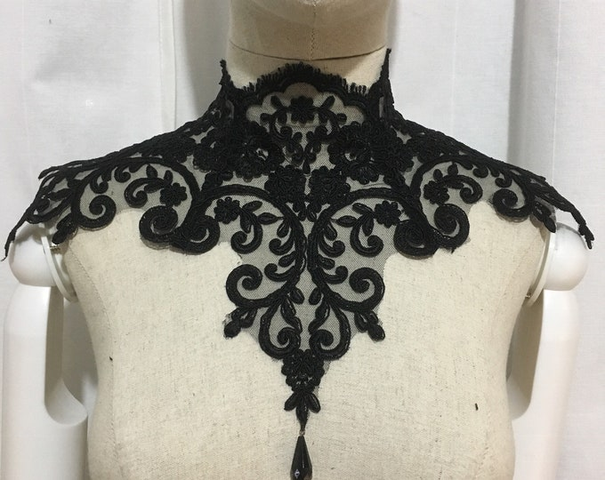 Gothic lace Necklace with back laces and bead