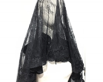 Mournung chantilly veil with cross stiched borders lace and hidden hair comb
