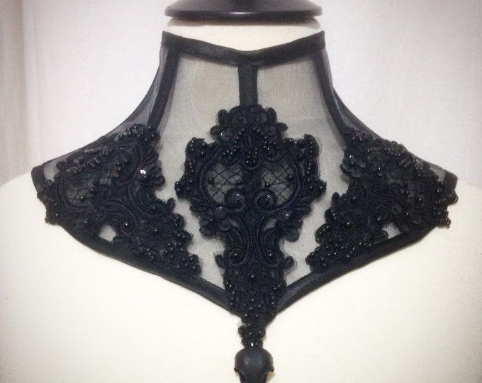 Mesh trasparent Necklace with beaded lace and crow skull - neckcorset