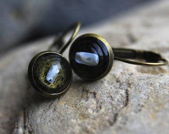 Lonely in the dark / Okinawan seashell earrings