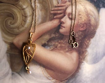 Amazing 14 Kt Yellow Gold Shield Necklace