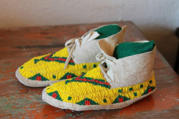 Vintage Native American Moccasins, Children's Bead