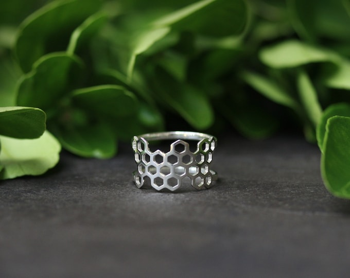 Featured listing image: Silver Honeycomb Ring