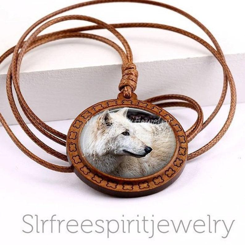 White Wolf, Spirit Animal Necklace, Nature Jewelry, Wisdom, Protectected,  Free Spirit, Wild Animals, Photo Glass Cabochon necklace, gift