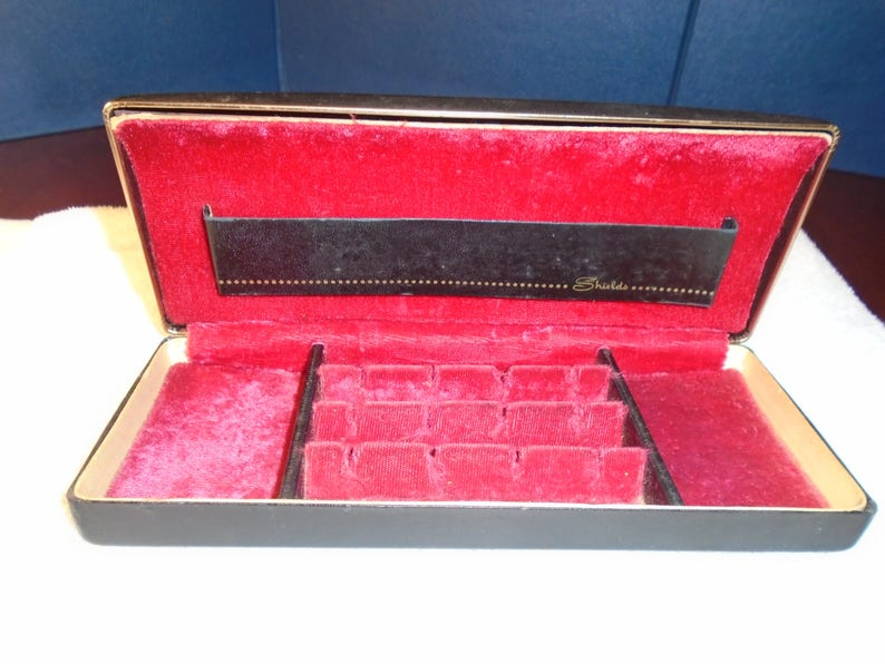 ring box jewelry box Vintage Shields jewelry box.