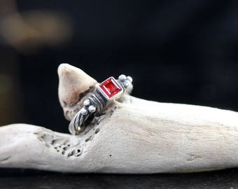 Vintage Sterling Silver - Cable Red Garnet Stack Ring / size (8.5)