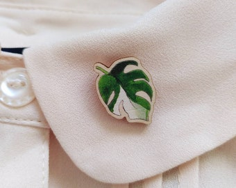 Monstera Leaf Mini Pin - Illustrated Plant Wooden Pin Brooch - Plant Lover Gifts, Gardener Present, Plant Art Eco Pin Badge