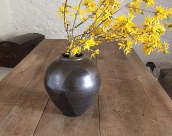 Black and brown sandstone vase. Ceramic vase. Vase h.22 cm. Ovoid vase.