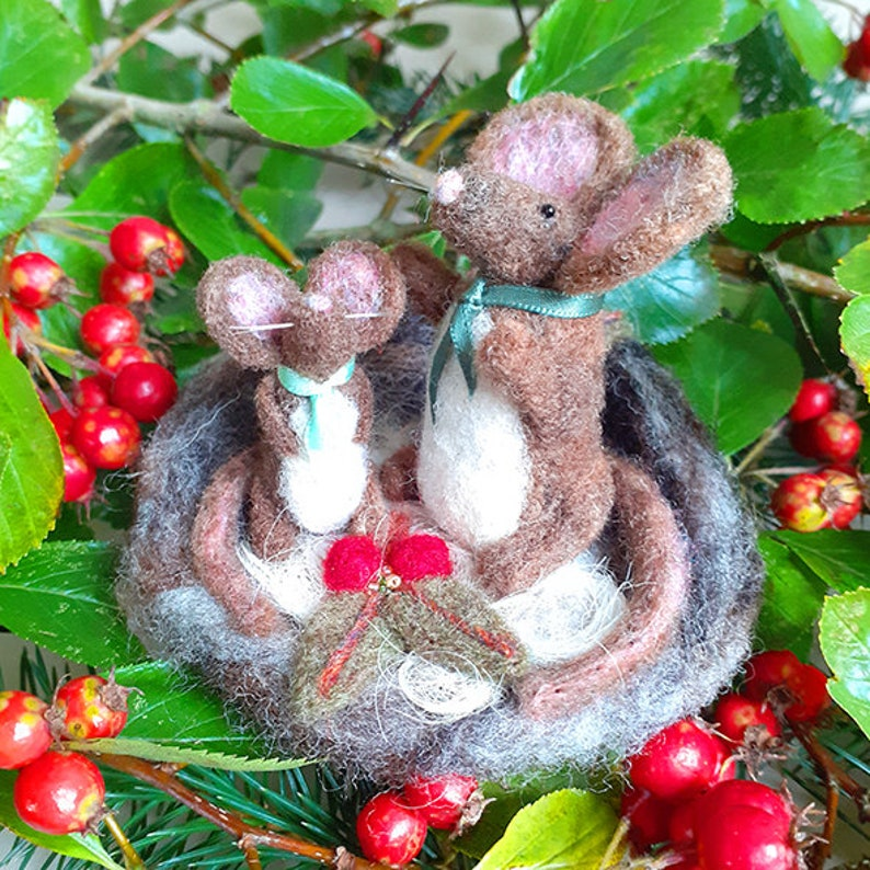 Needle felted mouse figurine  Mummy and baby mouse in felt image 0