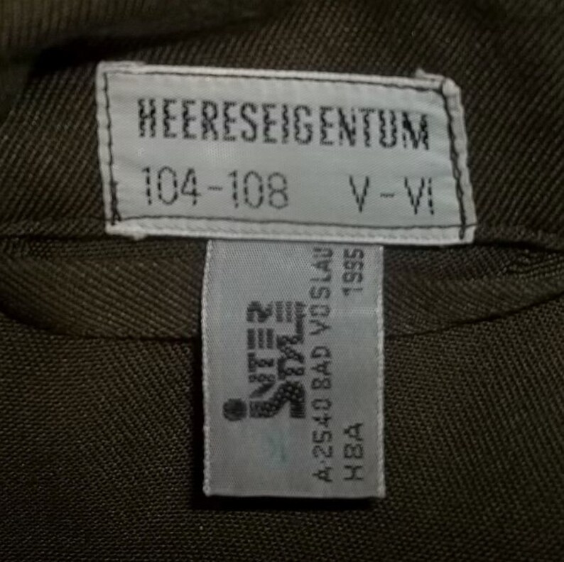 Austrian Army field shirt BDU olive color 1995 dated Heereseigentum vintage US large size laundered clean presentable collectible