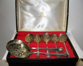 Exquisite vintage EPNS Sheffield England cased gilded silver plate berry spoons, set of 7, 5 individual, 2 Lrg serving spoons, KINGS PATTERN