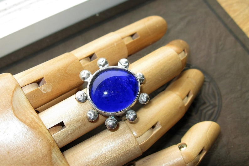 Size 5 Unusual sterling .925 Ring with Bristol Blue Glass cabochon Stone