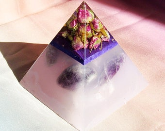 Large Rose Bud Pyramid with Amethyst