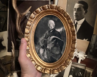 Handcrafted oval frame with gold leaf, complete with prints, glass and metal hook, gold trim, gothic, art