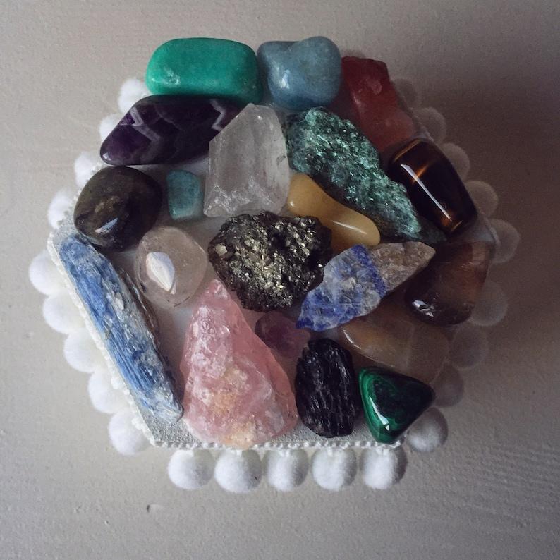 White hexagonal crystal jewellerystorage box