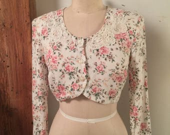 Vintage Women's Small Cropped Floral Sweater with Lace Collar