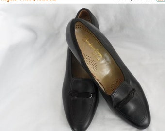 c11ce22f78d5 Vintage LADIES BLACK Leather Shoes Size 9 AA Dr. Scholl s Shoes 1970s Pumps  Dr. Scholl Brand Like New Black Suede Leather Bow