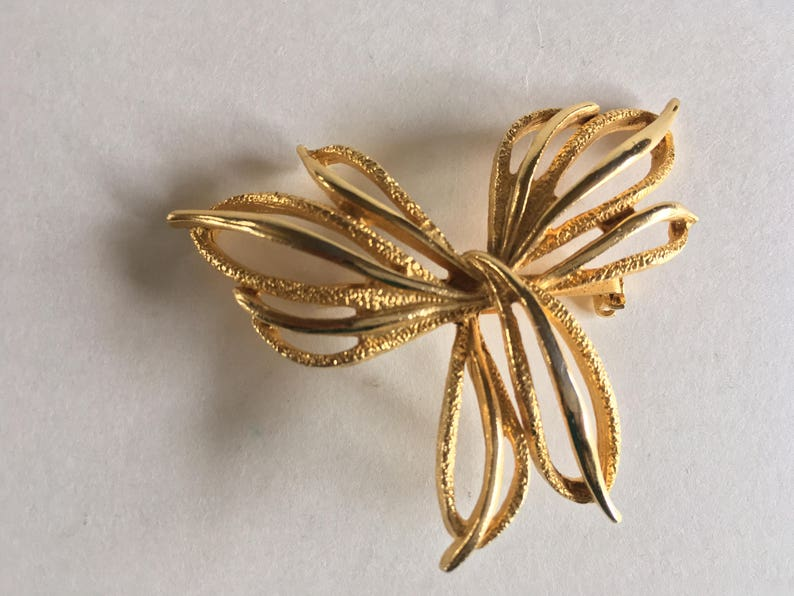 Textured and Polished Gold Tone Intertwined Wings Brooch Modernist Look Open Work Wings Boucher D/'orlan?