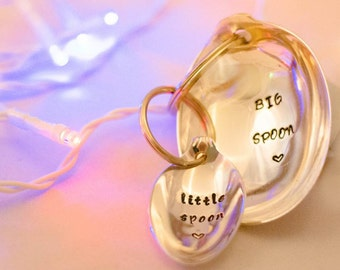 Big Spoon Little Spoon - Personalised Pair of Keyrings Keychains - Hand Stamped Engraved Spoons - Vintage Spoons - Couples Gift