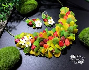 Strawberry Necklace, Strawberry Polymer Clay Necklace, Red Berries Necklace, Summer Necklace, Jewelry with berries, Necklace with Berry
