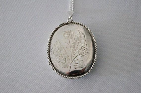 Vintage Sterling Silver Locket - VIntage Flower Lo