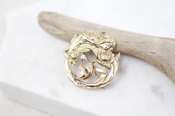 14K Yellow Gold and Diamond Flower Nymph Brooch, D