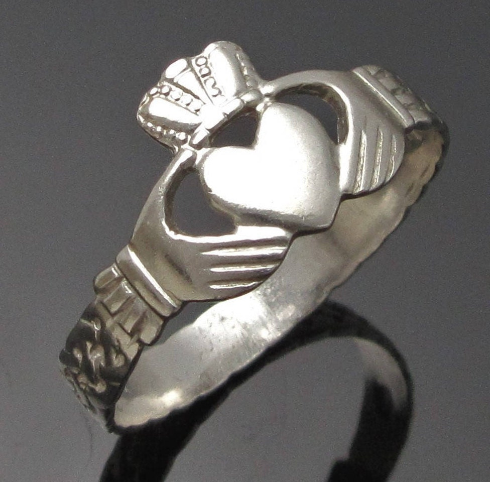 claddagh ring silver claddagh ring ladies claddagh ring etsy. Black Bedroom Furniture Sets. Home Design Ideas
