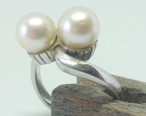Vintage Platinum Croise Ring with Pearls - Size 8 - Engagement Ring - Anniversary