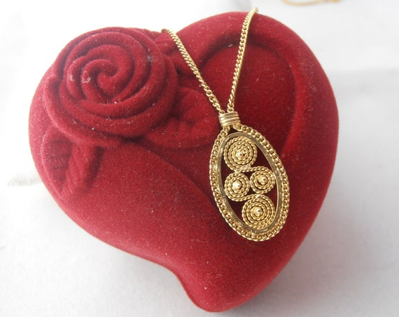 Vintage Handmade Necklace - 14k Gold Quilled Filigree Italian Motif with Chain