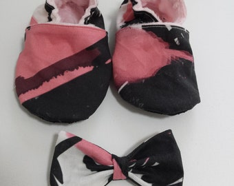 Rocking pink soft soled shoe and bow set/ grip/Faux Suede/bow/booties/pink and black