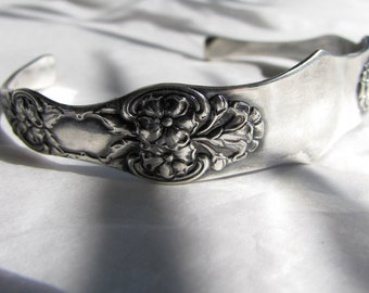 Silverware Cuff. T.H. Marthinsen Norway, Beautiful floral pattern. Antique Silverplated -E.P.N.S.-sugar tong.