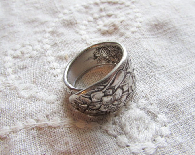 Narcissus spoon ring. Daffodil flowers inside and out. Symbolizing rebirth and new beginnings.