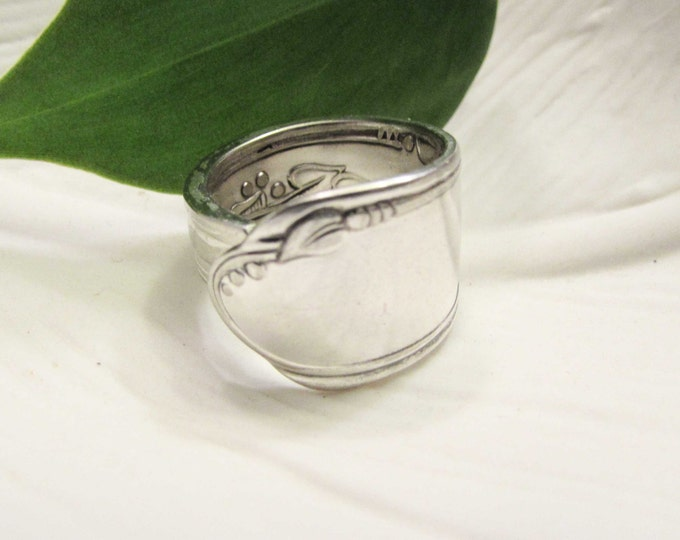 Spoon ring. Vintage Wm A Rogers 1936 Meadow brook/Heather pattern silver plate spoon. Size 4-15