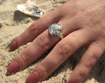 Orleans Spoon ring made from a vintage pattern'Orleans'silver spoon.