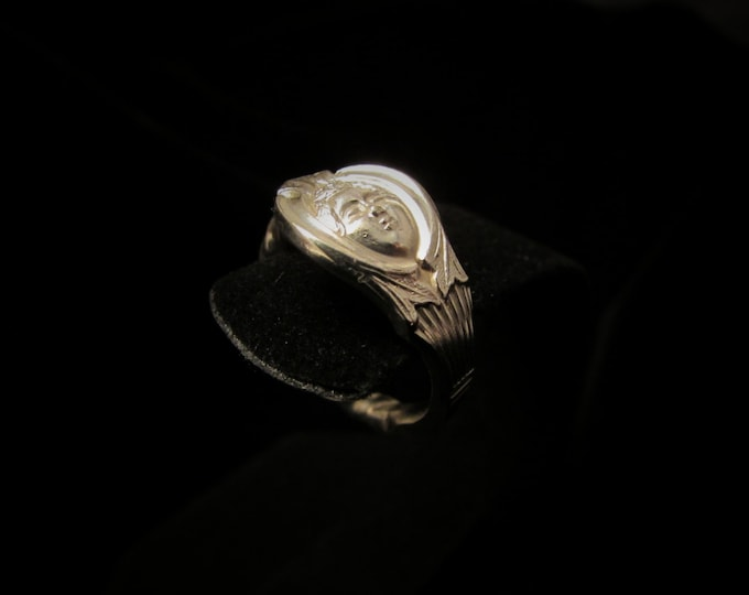 Spoon ring.Petite spoon ring.Queen ring. Gemini ring. Custom sizing. Woman's face ,detailed pattern on both sides. Twin rings