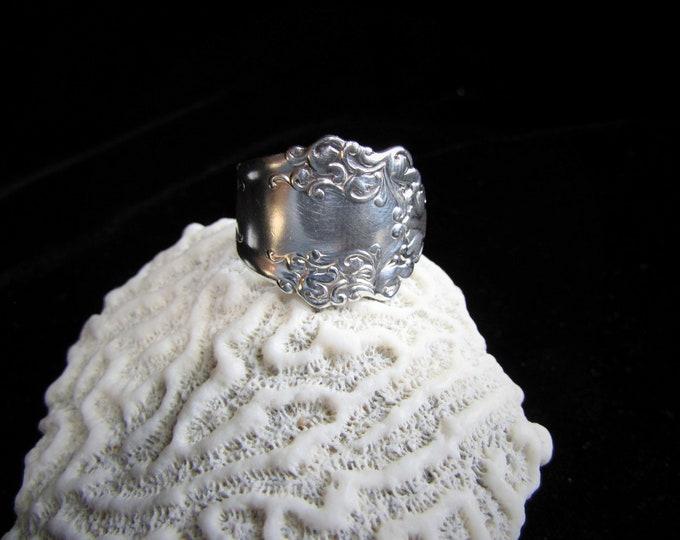 Spoon ring.Bohiemian swirls. size 5-15.1897 Berkshire pattern.