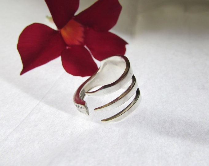 Fork ring.  Three tine Fork ring. Trident ring. Size 4-14