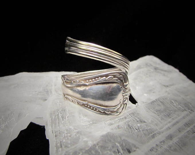 Bypass spoon ring. Wm. Rogers Onieda silver plated spoon ring. Spoon rings have centuries of history. Start yours...