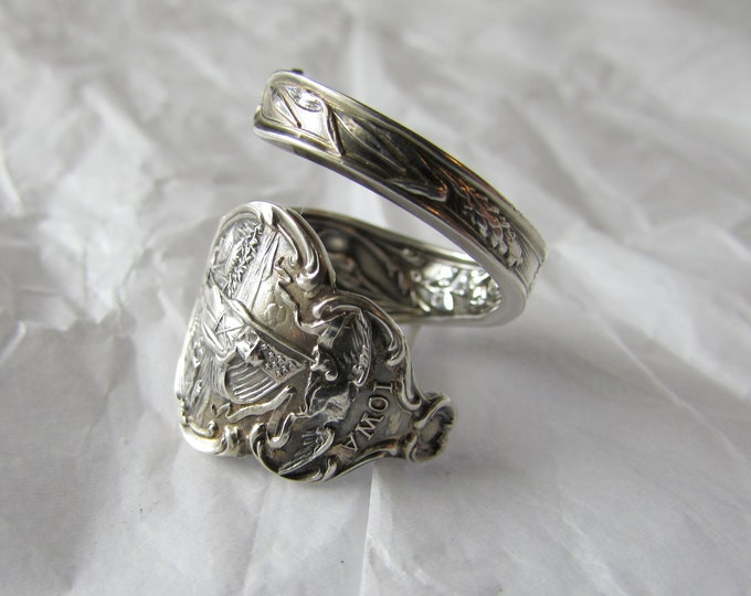 Spoon Ring.Iowa , Beautiful detail inside and out. Sterling Silver