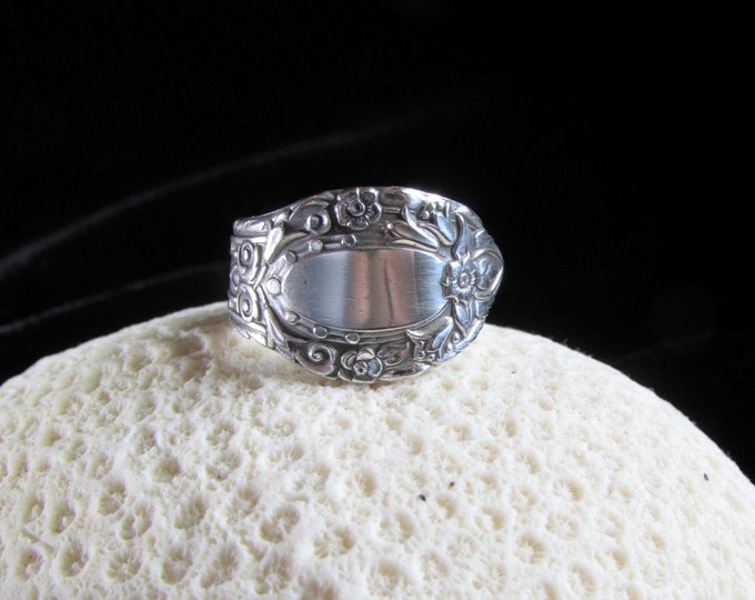 Spoon ring . 'Rondezvous' 1938 Community Silver plated spoon ring. Size 5-15.