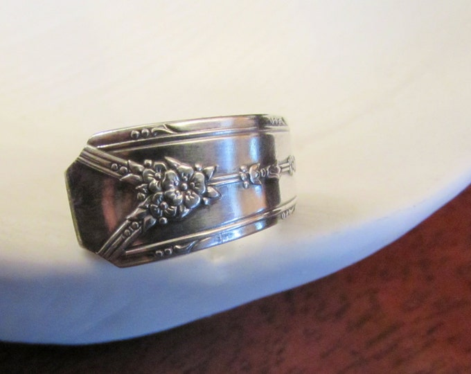 Spoon Ring. 'Milady' 1940 Community Silver. Best Friends rings, Couples rings. Woodland Wreath spoon ring.