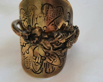 Rare Nagasaki Spoonring. Pre-1940 Nagasaki , Japan Dragon Antique Carved design. Marked