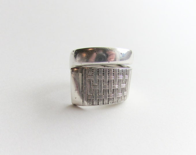 Spoon ring. Vintage Woven pattern, textile spoon ring. Spiral ring. National Silver Co. spoon.