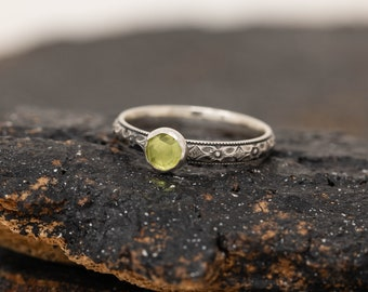Sterling Silver Floral Ring with Peridot, August Birthstone Ring, Handmade Birthstone Ring, Peridot Ring, Made to Order, Gift for Her